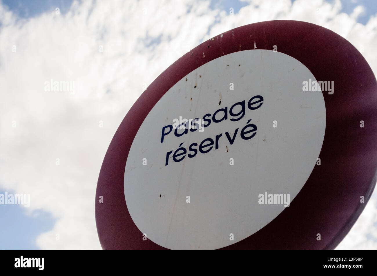 """Road sign saying """"Passage réservé"""" on a private road Stock Photo"""