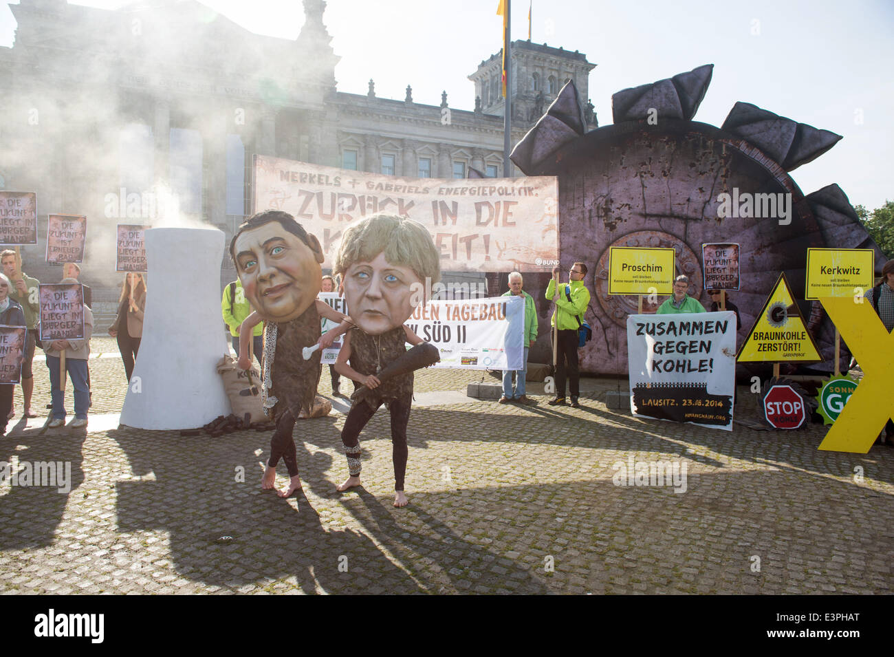 Berlin, Germany. 27th June, 2014. Activists from Campact and BUND protest against the passing of the German Renewable Stock Photo