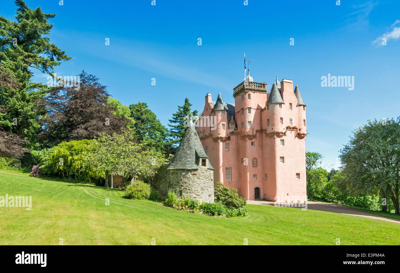 CRAIGIEVAR CASTLE AND GARDENS SUMMERTIME ABERDEENSHIRE SCOTLAND - Stock Image