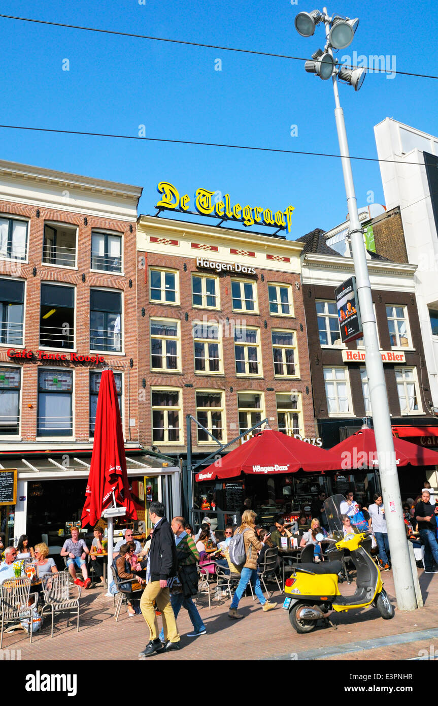Cafes and bars beneath offices of leading dutch newspaper De Telegraaf, Rembrandtplein (Rembrandt Square), Amsterdam, - Stock Image