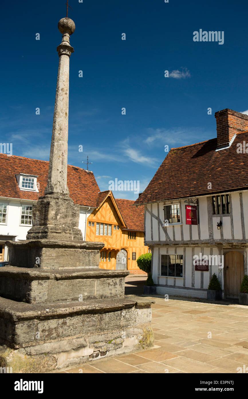 UK England, Suffolk, Lavenham, Market Square, Cross and C15th Little Hall - Stock Image