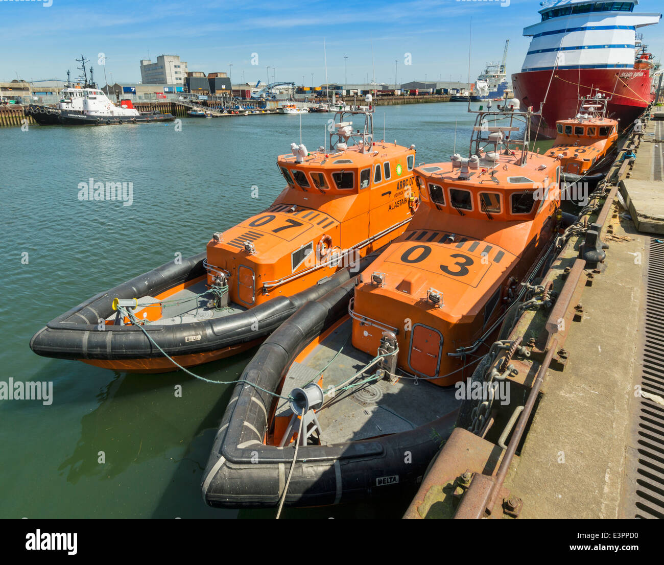 ABERDEEN HARBOUR SCOTLAND WITH DELTA SEARCH AND RESCUE BOATS MOORED AT THE QUAY - Stock Image