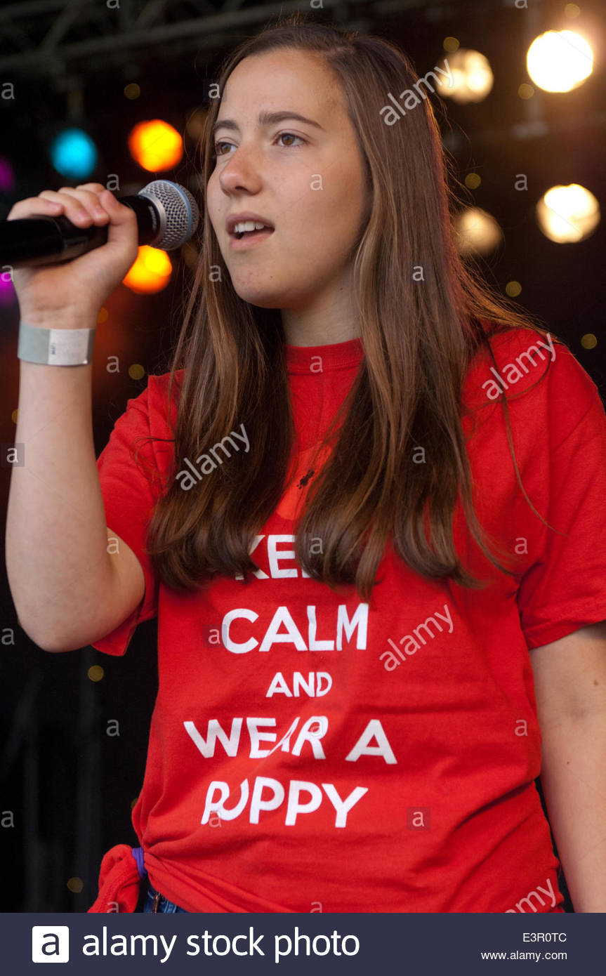 Stirling, Scotland, UK. 27th June 2014. Alice Miliburn (14) from Portsmouth who is part of The Poppy Girls Choir - Stock Image