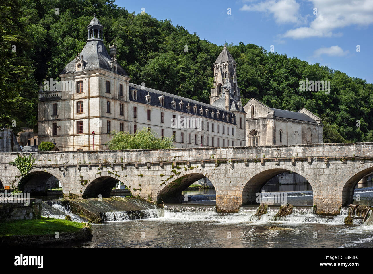 The Benedictine abbey abbaye Saint-Pierre de Brantôme and its bell tower along the river Dronne, Dordogne, - Stock Image