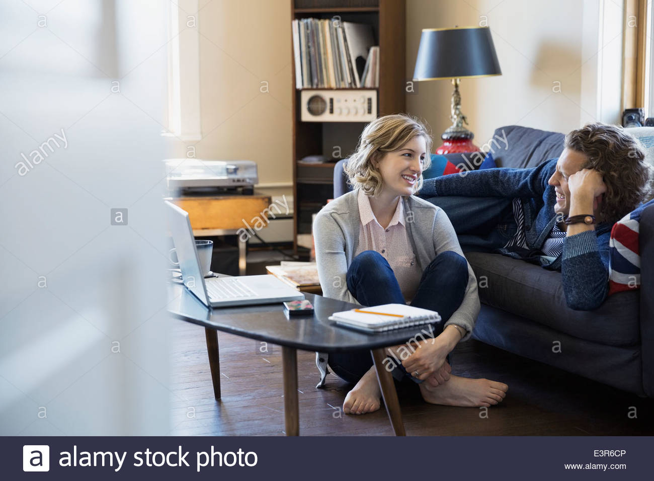 Couple talking in living room - Stock Image