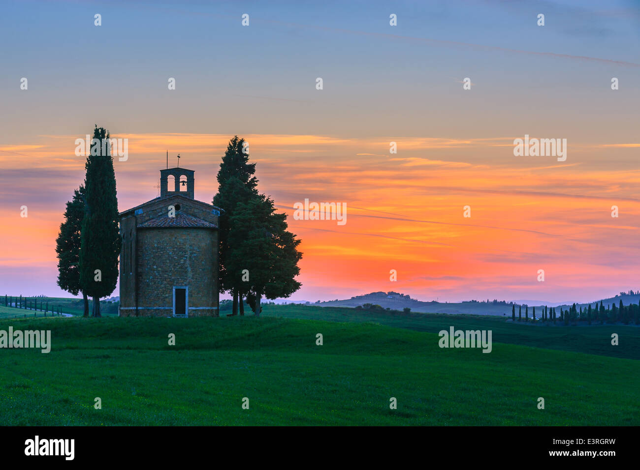 The Cappella della Madonna di Vitaleta, in the heart of the Tuscany, near Pienza in de Val d'Orcia valley - Stock Image