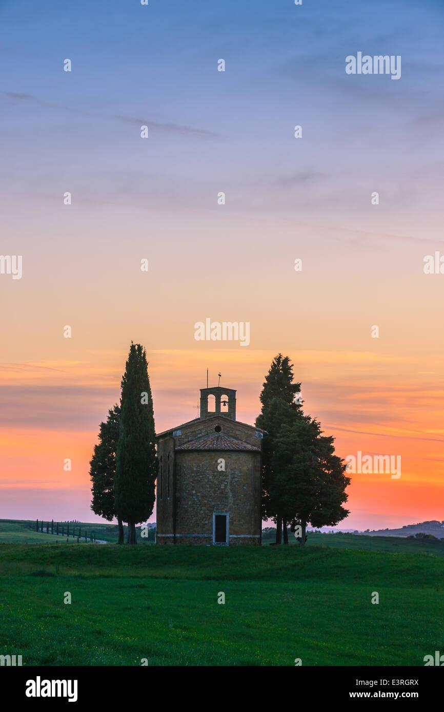 The Cappella della Madonna di Vitaleta, in the heart of the Tuscany, near Pienza in de Val d'Orcia valley Stock Photo