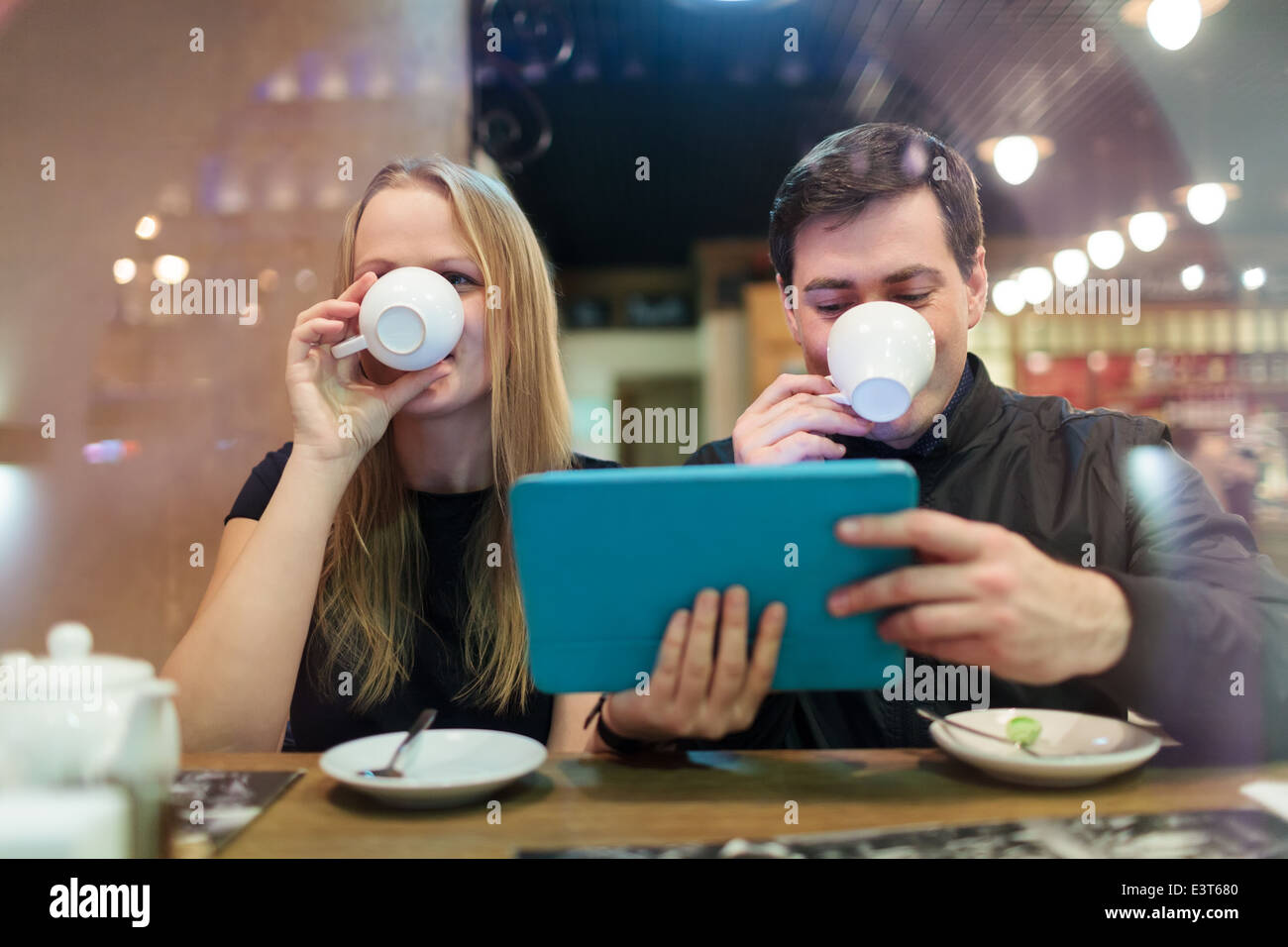 Man and woman drinking coffee - Stock Image