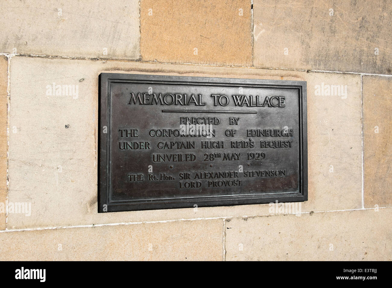 'Memorial to Wallace' label at the Castle's entrance - Stock Image