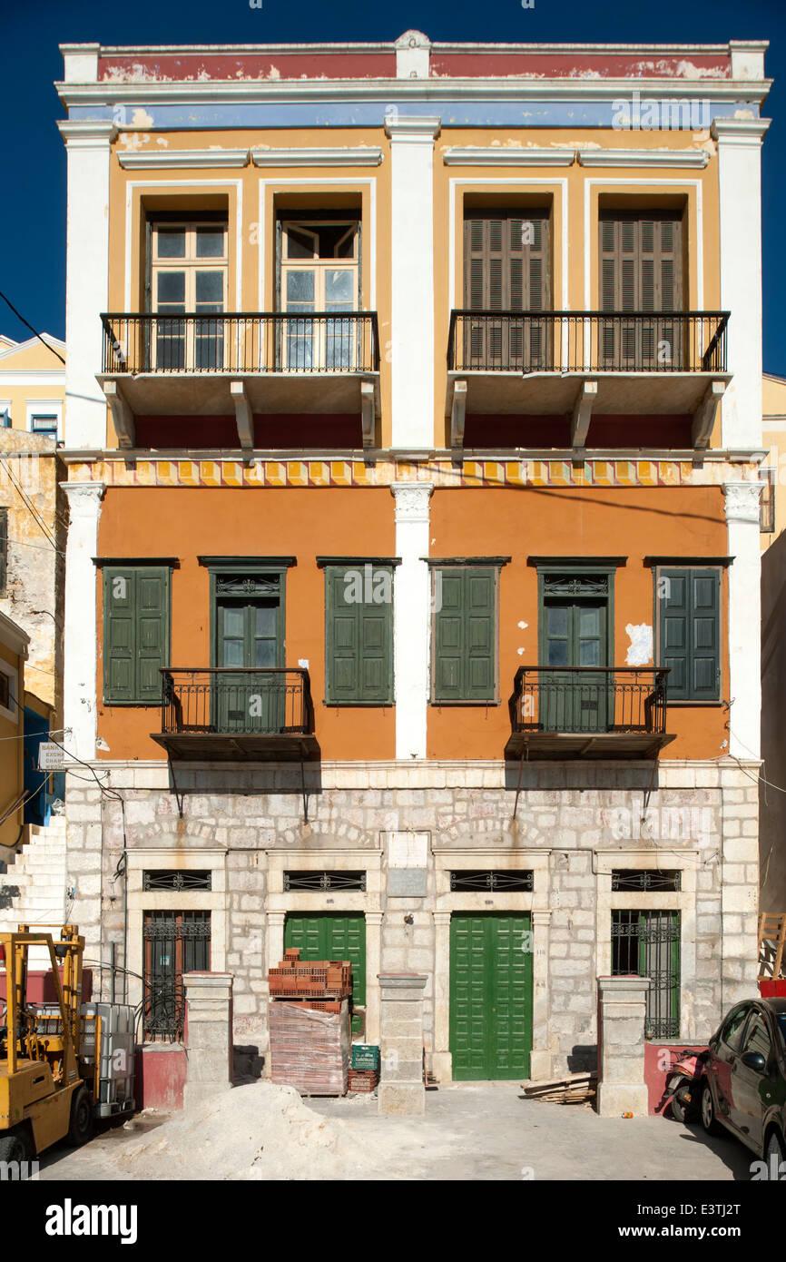 Griechenland, Symi, Hafenort Gialos, auf Symi wurde am 8. Mai 1945, in diesem Haus, der Vertrag zur Rückgabe - Stock Image
