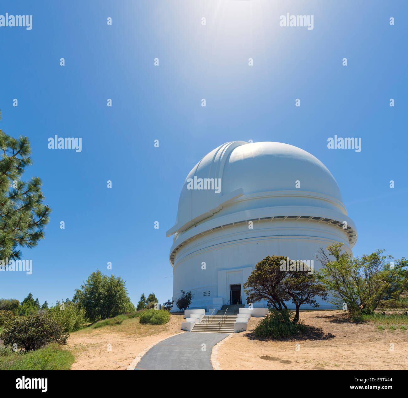 The dome of the 200 inch Hale Telescope at the Palomar Observatory, San Diego County, California, USA - Stock Image