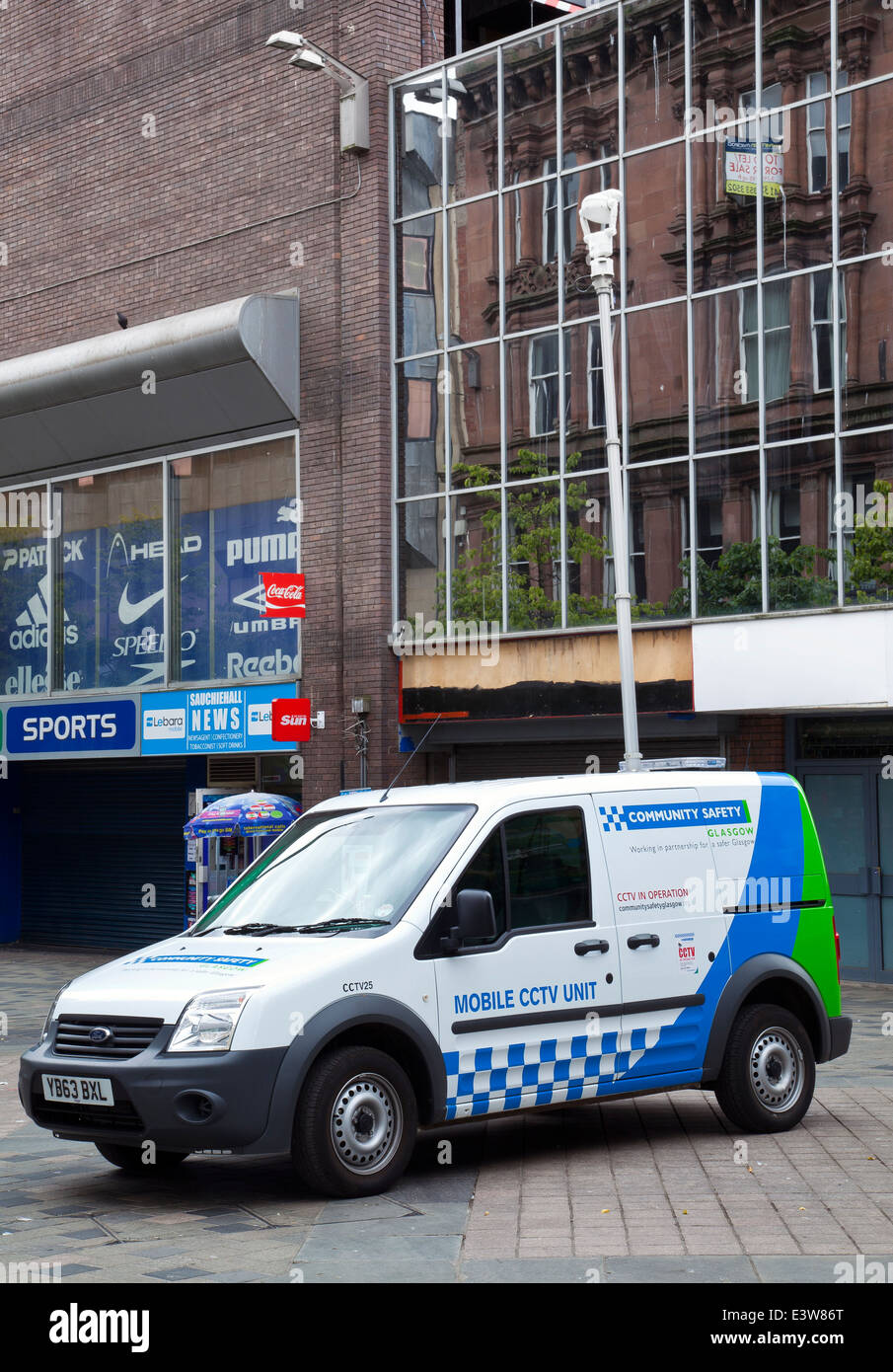 Community Safety Mobile CCTV Unit vehicle, with roof mounted camera, patrolling Sauchiehall Street, Glasgow, Scotland - Stock Image
