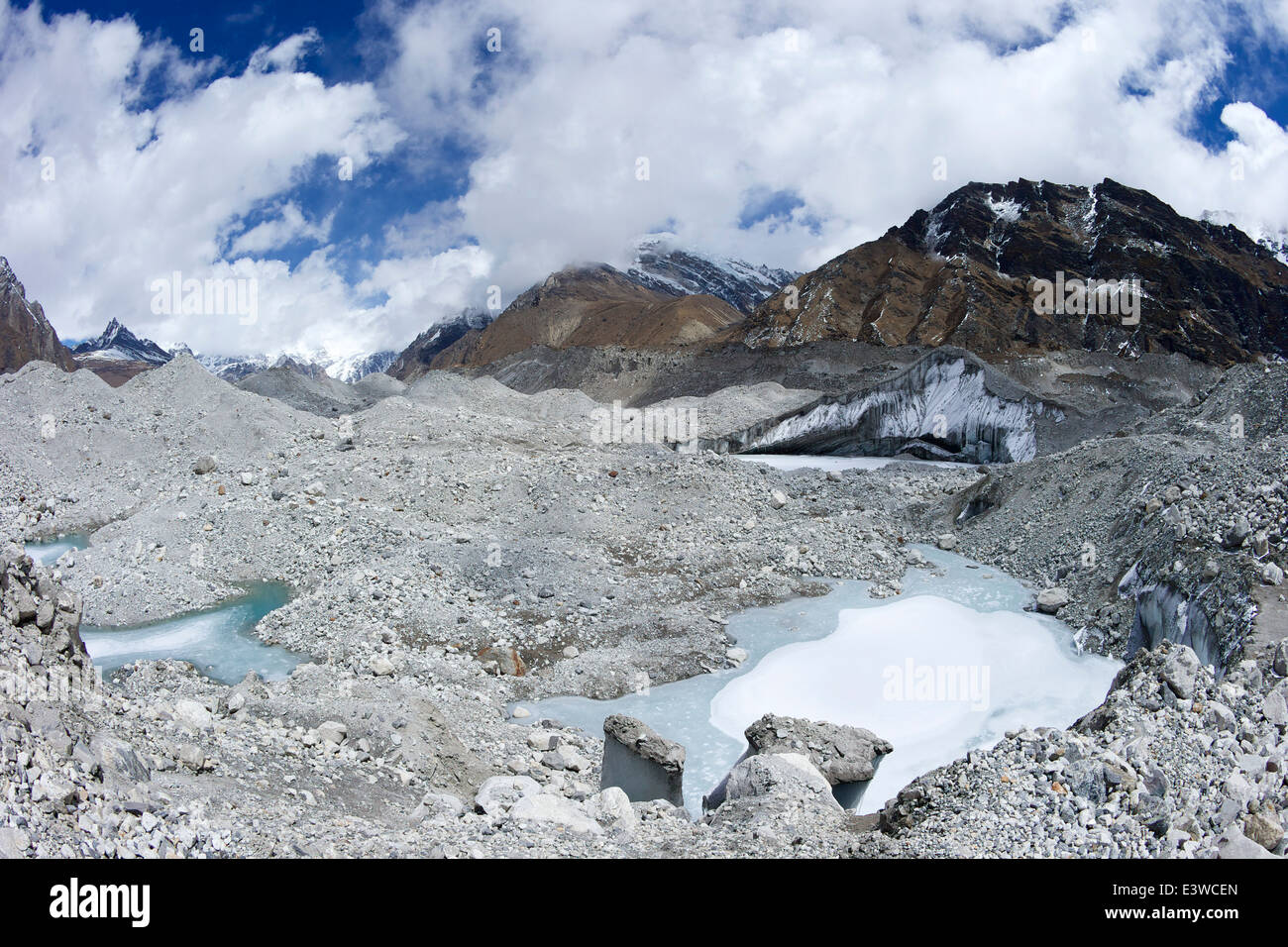 Moraine on the Ngozumpa Glacier between Gokyo and Dragnag, Solukhumbu region, Sagarmatha NP, Nepal, Asia - Stock Image