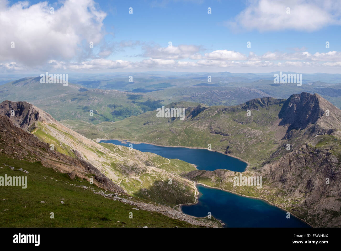 View to Glaslyn and Llyn Llydaw lakes in Snowdon Horseshoe from Crib y Ddysgl (Garnedd Ugain) in mountains of Snowdonia - Stock Image