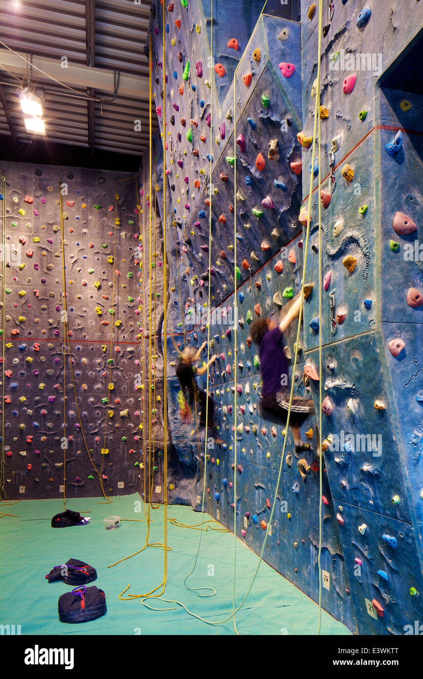 Climbing Wall In The University Of Leeds Swimming Pool And Gym Stock Photo 71249832 Alamy
