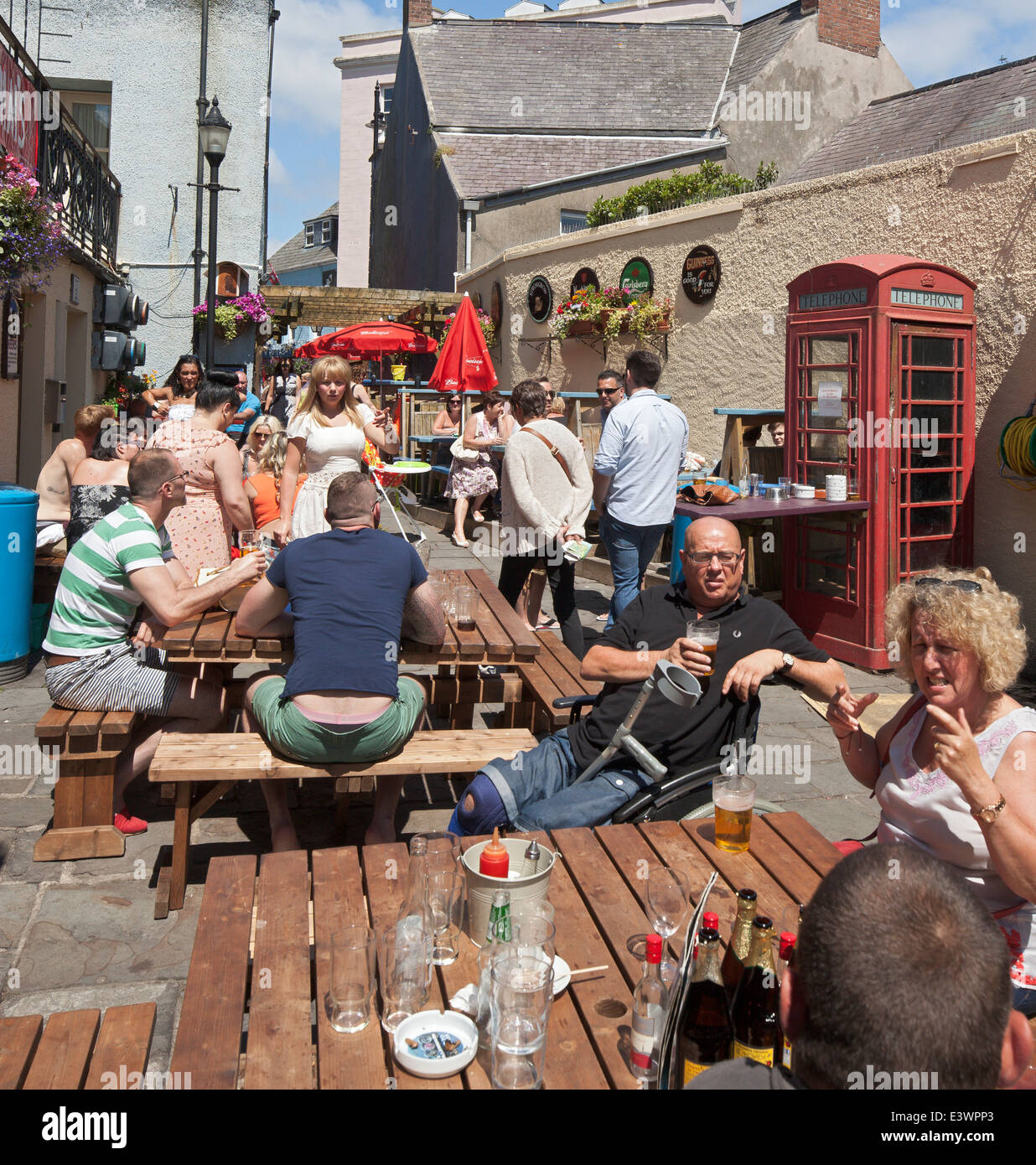 Pub drinkers, Tenby, Wales. - Stock Image