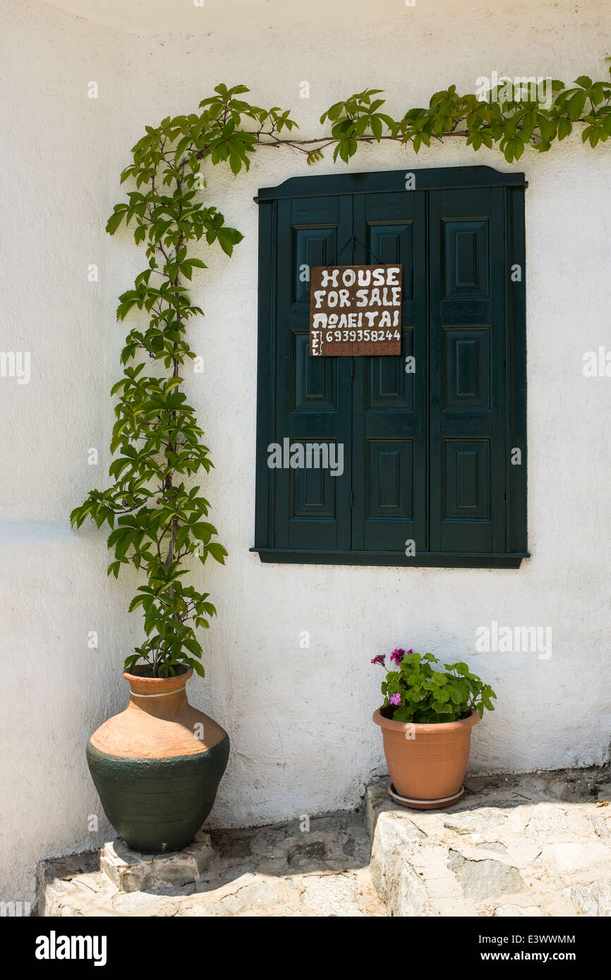 Property for sale sign, in Glossa, on the Greek island of Skopelos. - Stock Image