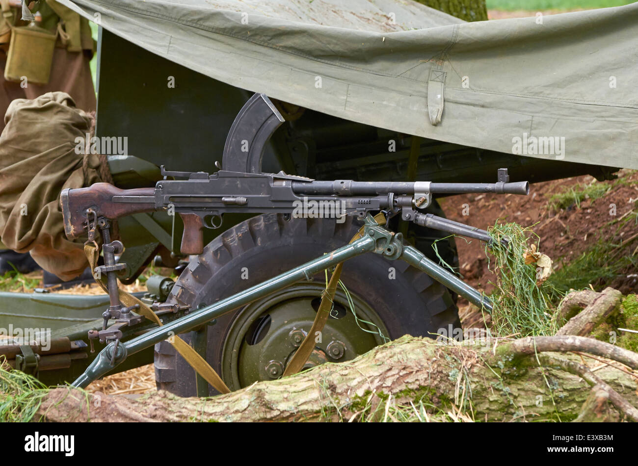 WW2 Bren gun, a British Army light machine gun used from the 1930s to the 1990s set up in a field gun emplacement. - Stock Image