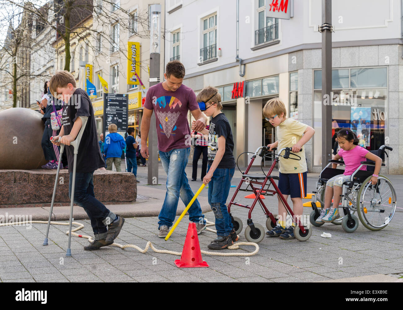 Primary school children check out in a self-experiment how it is like to have some sort of a handicap or to be old. - Stock Image