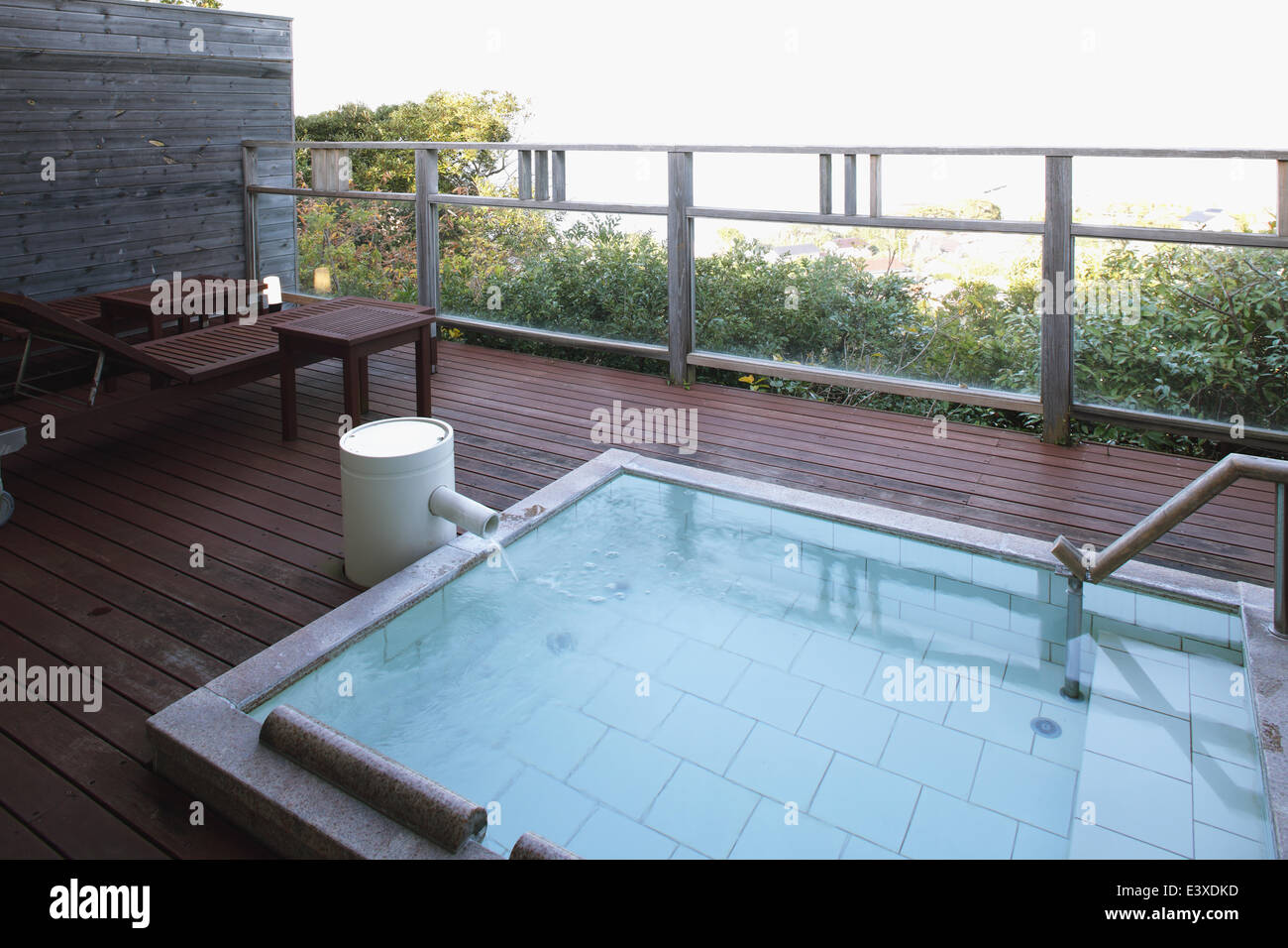 Japanese Outdoor Bath Stock Photos & Japanese Outdoor Bath Stock ...