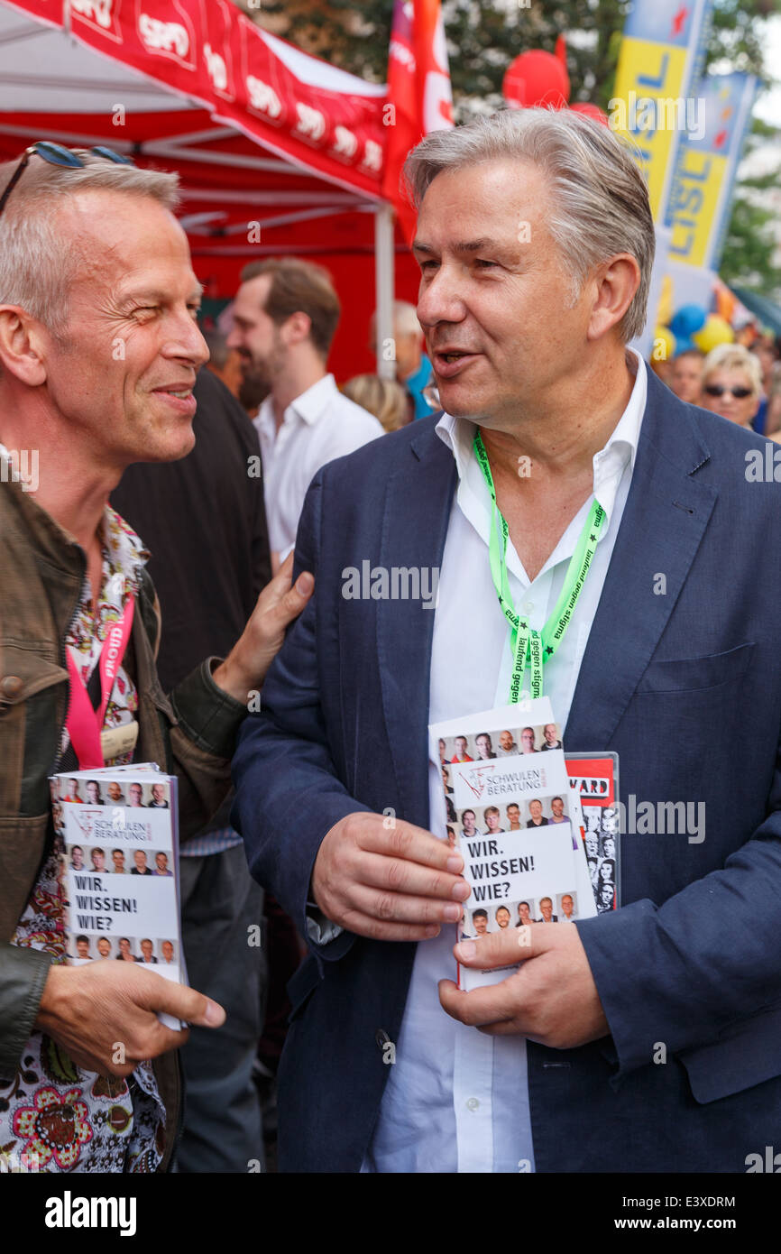 Governing Mayor Klaus Wowereit at the SPD info booth during the 22nd annual LGBT street fair at Nollendorfplatz, Stock Photo