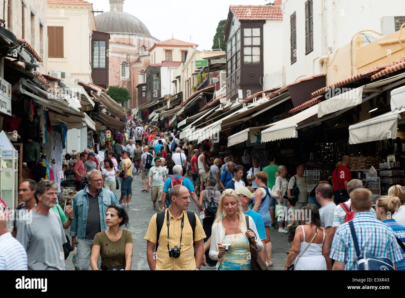 Griechenland, Rhodos-Stadt, Altstadt, Odos Sokratou, Touristische Einkaufsmeile - Stock Image
