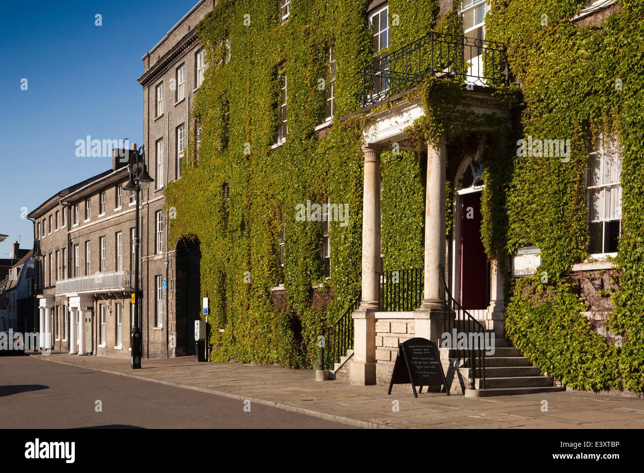 UK England, Suffolk, Bury St Edmunds, Crown Street, Angel Hotel - Stock Image