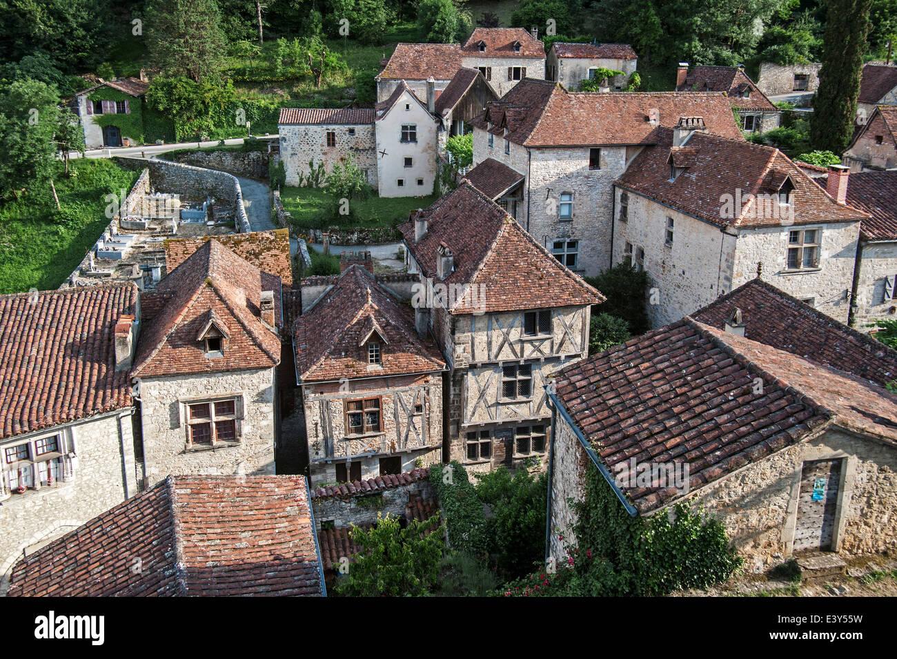 Half-timbered houses at the medieval village Saint-Cirq-Lapopie, Lot, Midi-Pyrénées, France - Stock Image