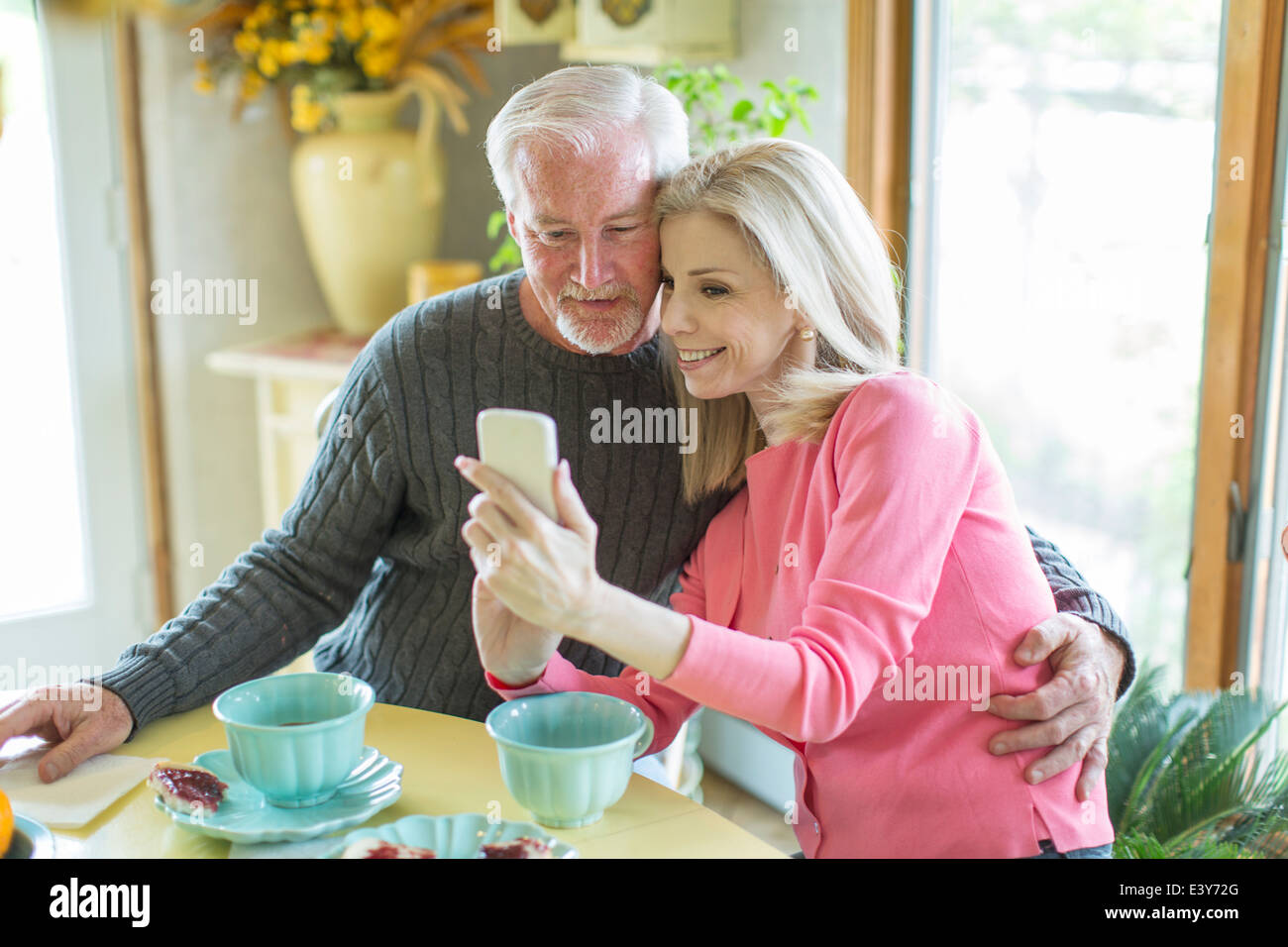 Mature couple reading text message on smartphone - Stock Image