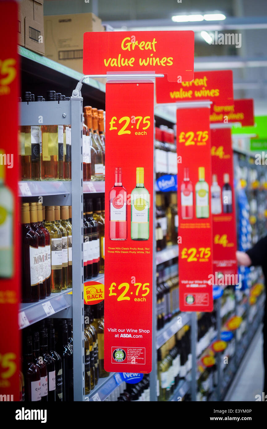 cheap wine on sale in supermarket - Stock Image