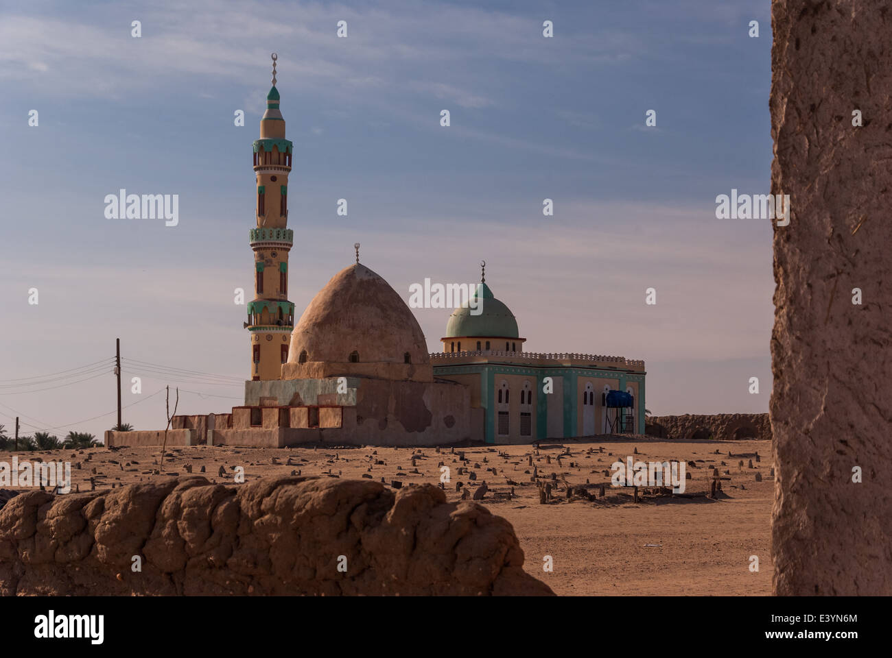 Mosque, Mazaar (mausoleum) and Muslim cemetery, near Merowe, northern Sudan - Stock Image