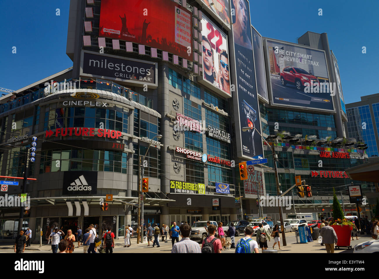 Pedestrian scramble at busy Yonge and Dundas square intersection in downtown Toronto in summer - Stock Image