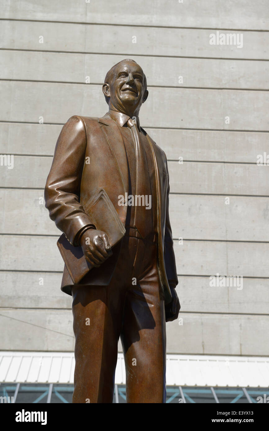 Statue of Ted Rogers and the Rogers Centre skydome in downtown Toronto - Stock Image