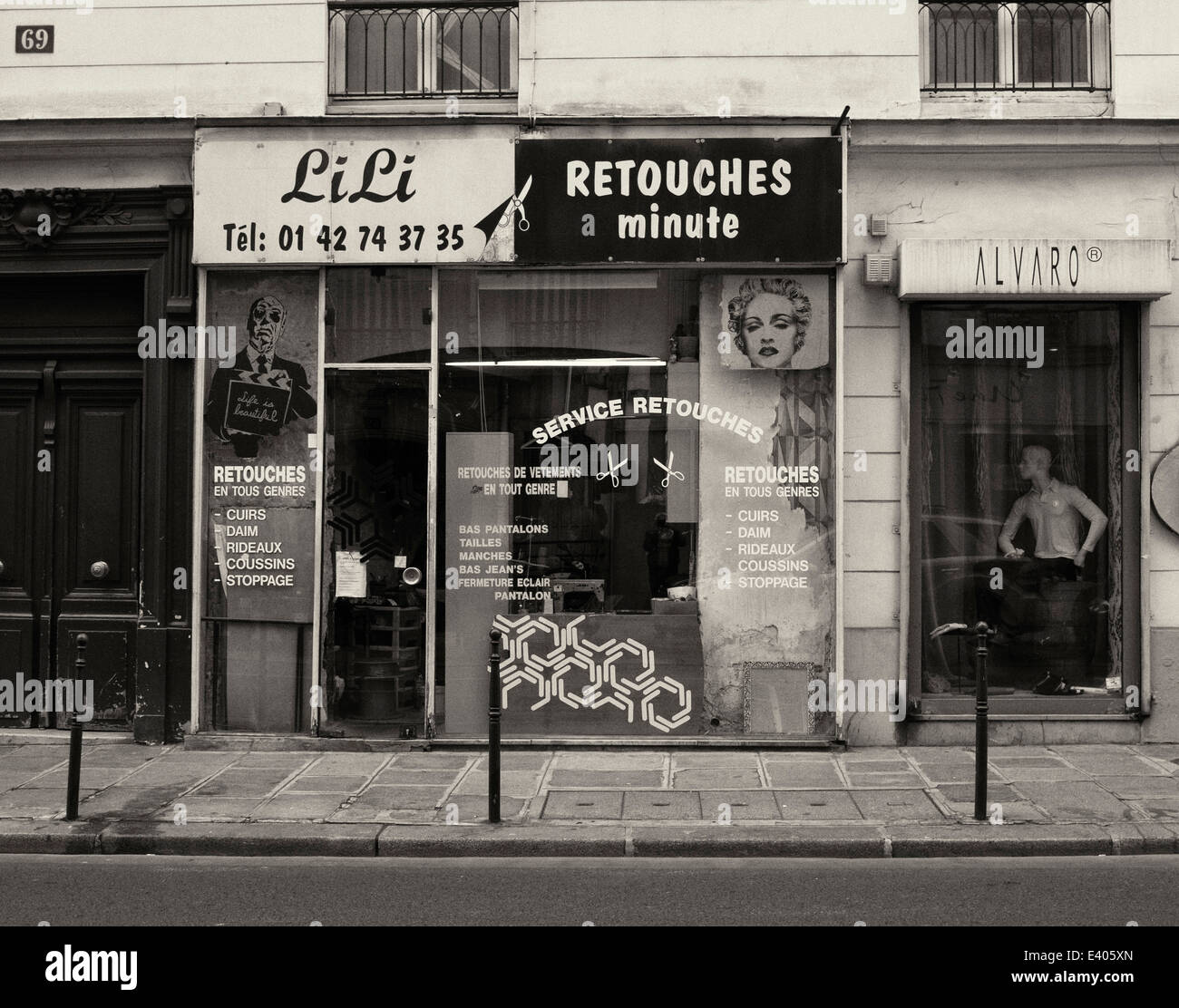 Sewing and alterations shop in the 20th arrondissement of Paris - Stock Image