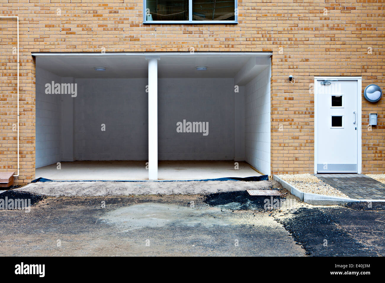 By Garages In Front Of House Stock Photos Amp By Garages In