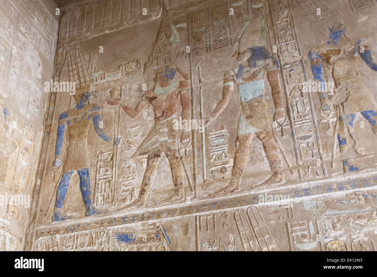 Egypt, Luxor, wall with hieroglyphs at Karnak temple - Stock Image