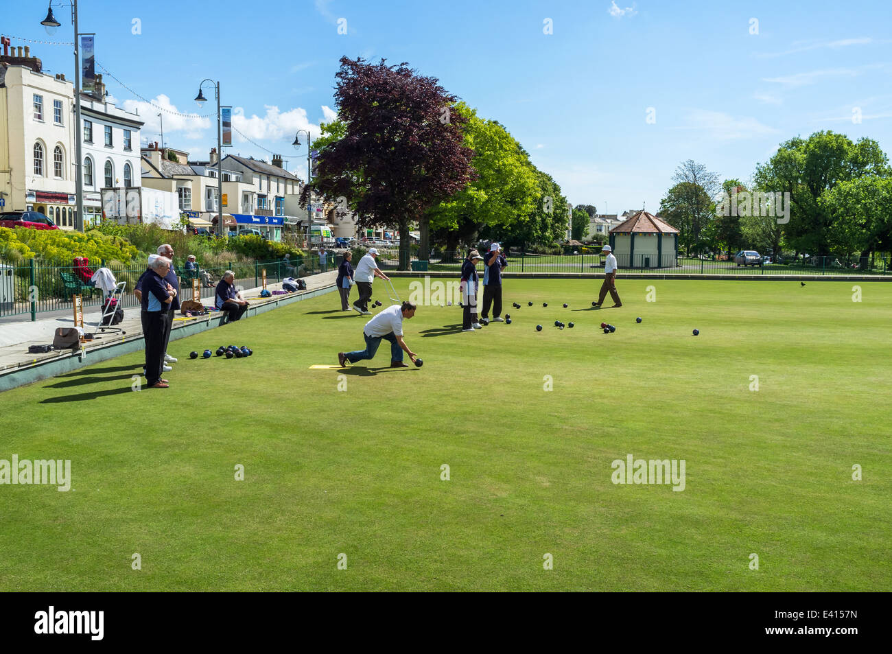Dawlish, Devon, England.  People playing bowls at the Dawlish Bowls Club in the town centre, center. - Stock Image