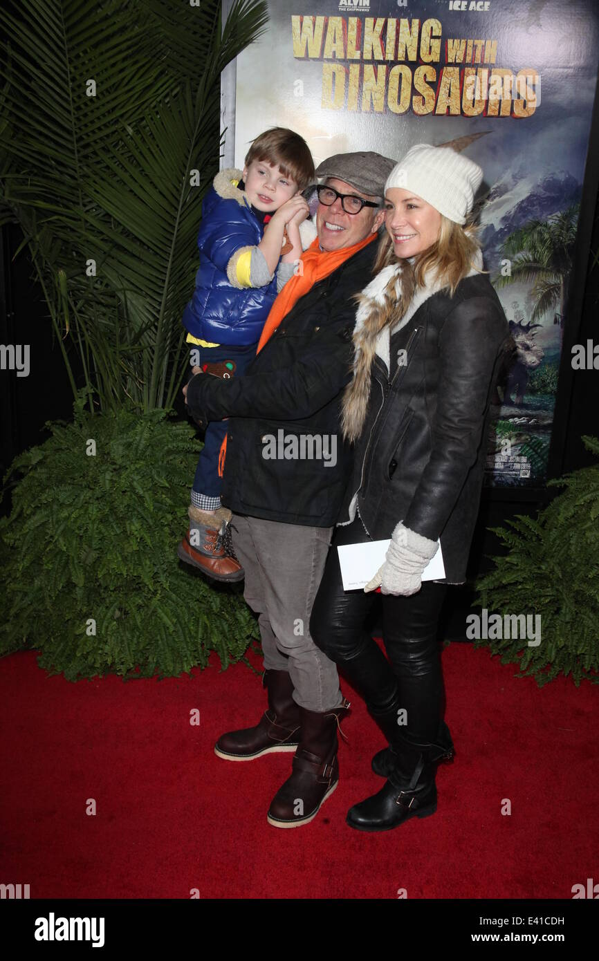 Decifrare Sorridi relè  Walking With Dinosaurs Premiere at Cinema 1,2,3, 1001 3rd Ave Stock Photo -  Alamy