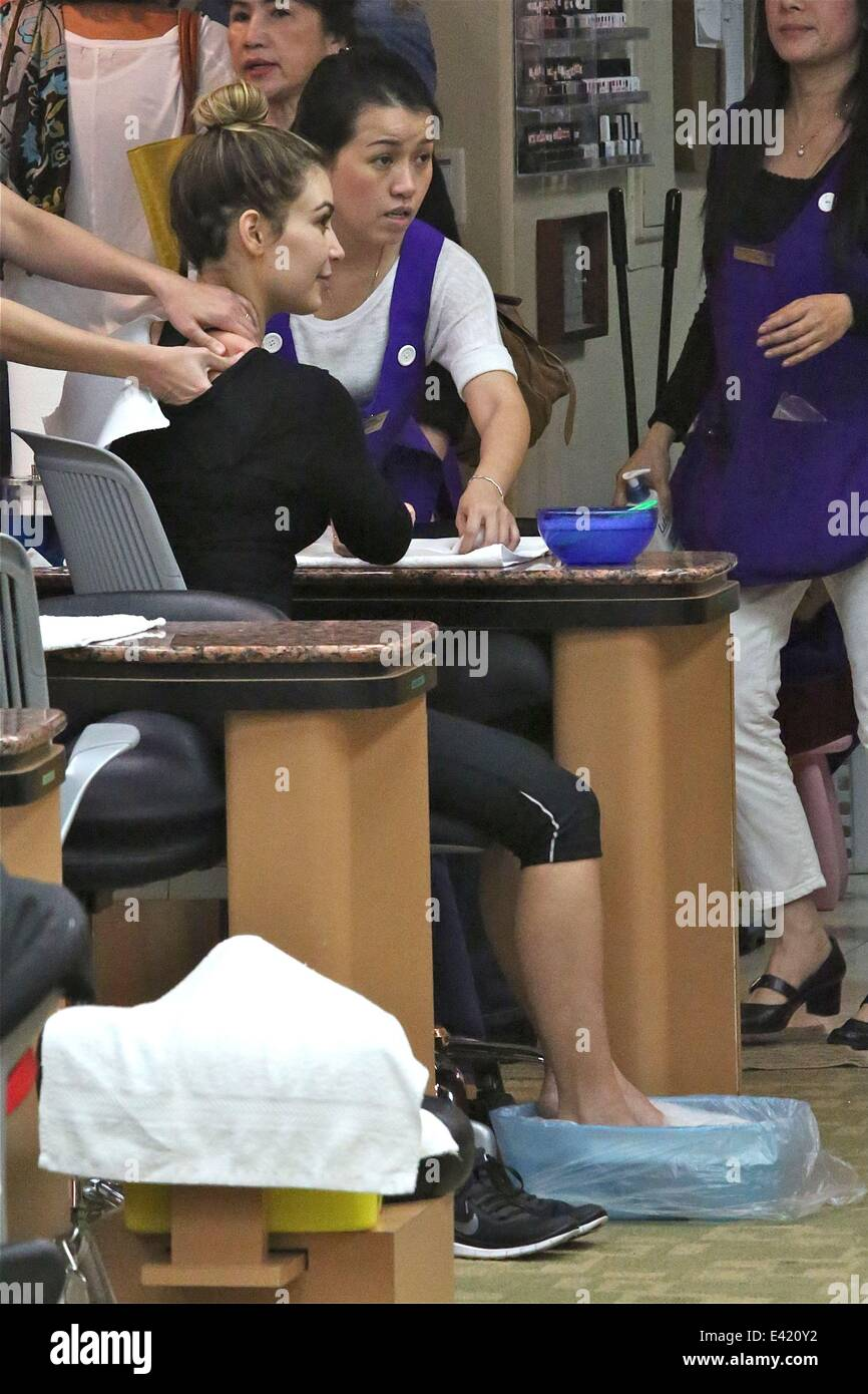 Kim Kardashian visits a nail salon in Beverly Hills. This is the ...