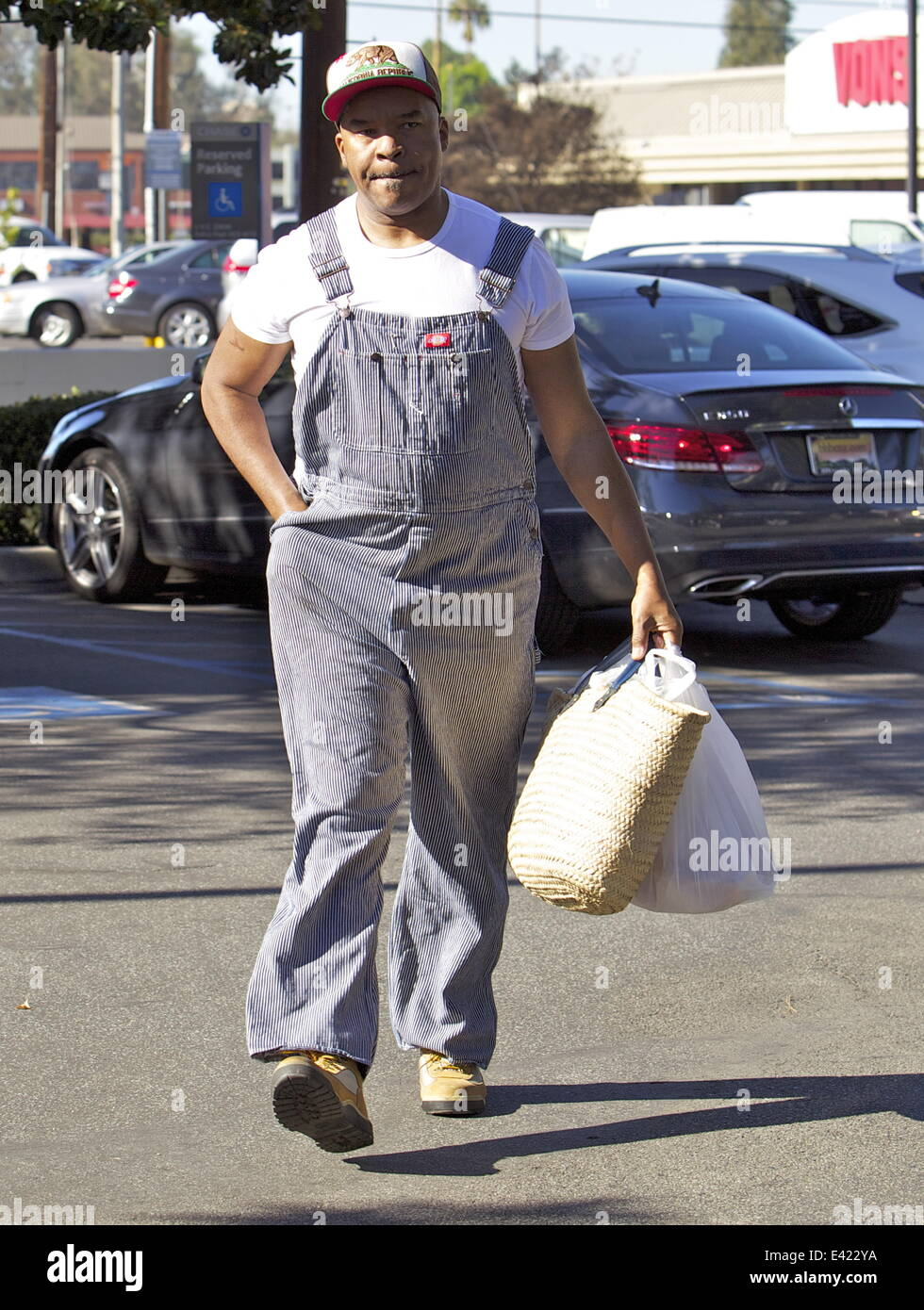 David Alan Grier leaves a Farmers Market in Studio City wearing Farmer's overalls  Featuring: David Alan Grier - Stock Image