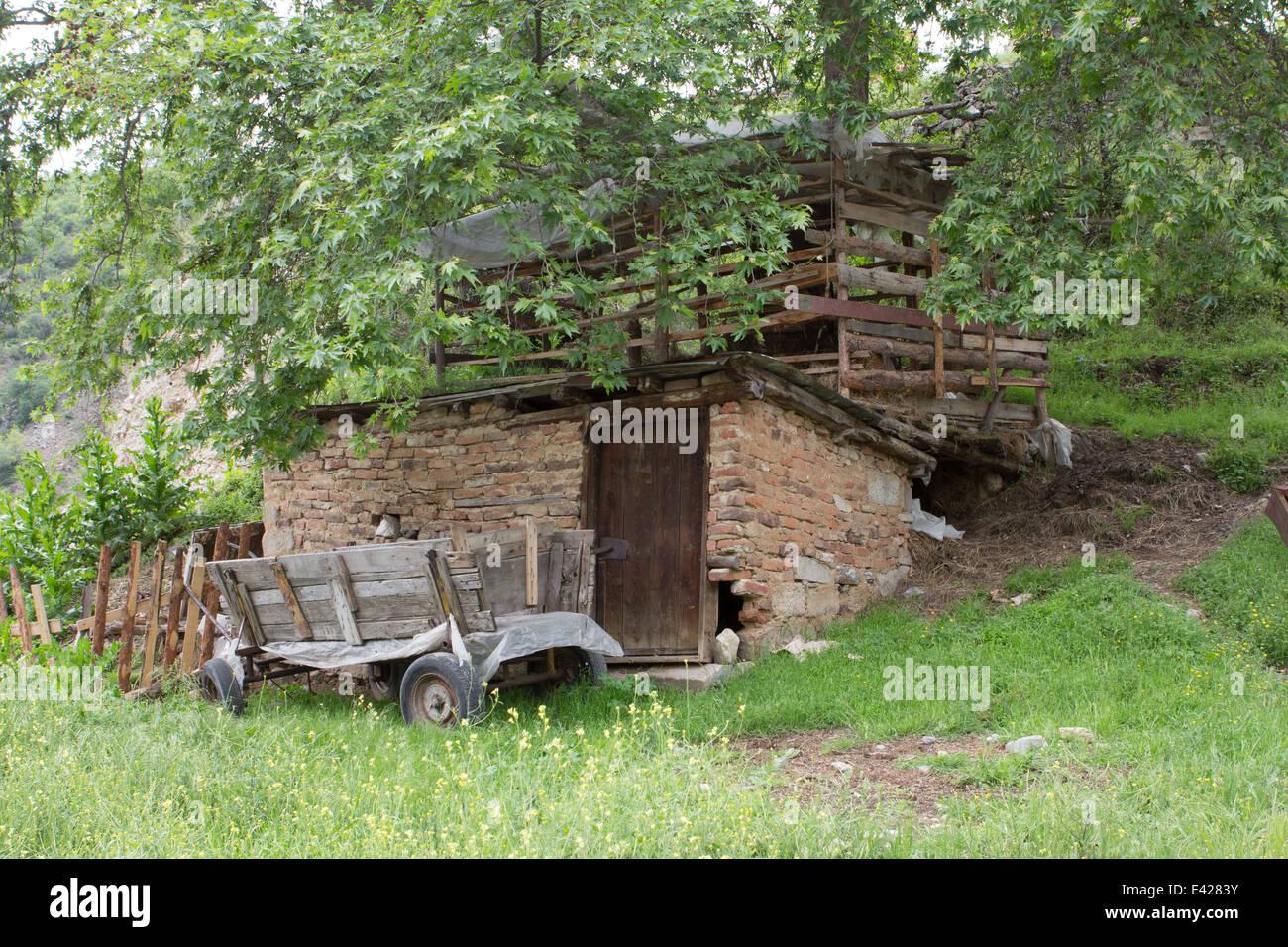 Farmer Car with barn in Bulgaria - Stock Image