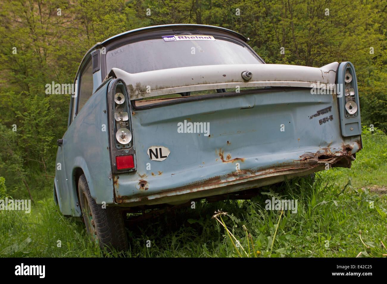 Car wreck along the roadside in Bulgaria - Stock Image