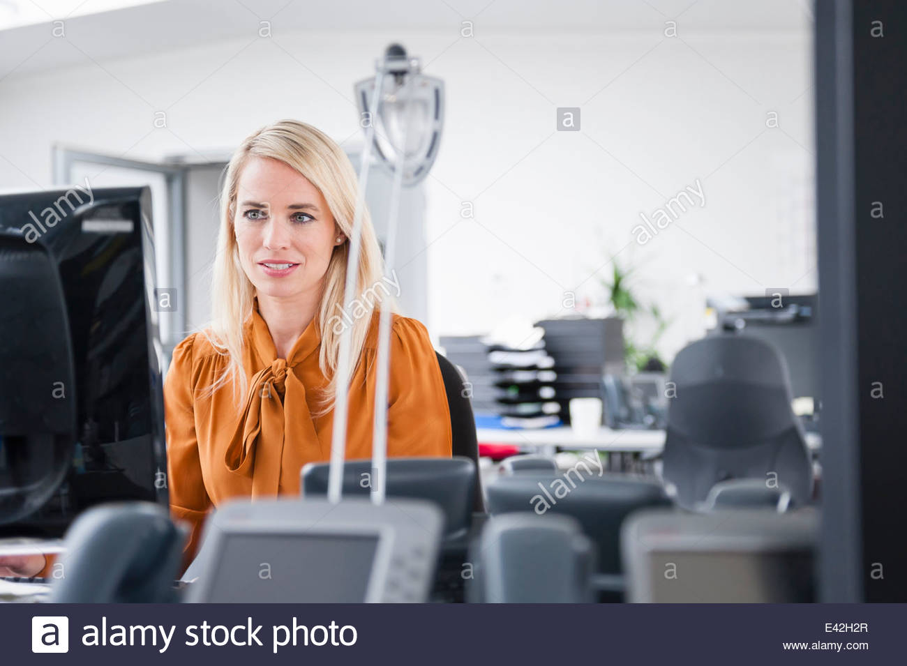 Office worker at desk - Stock Image
