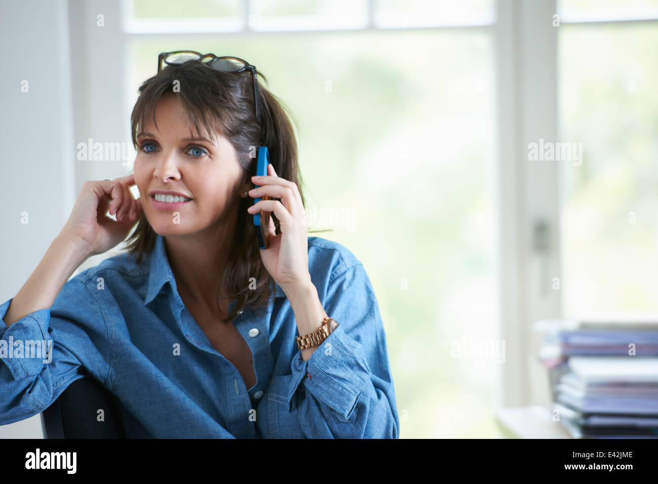 Mature woman on phonecall - Stock Image