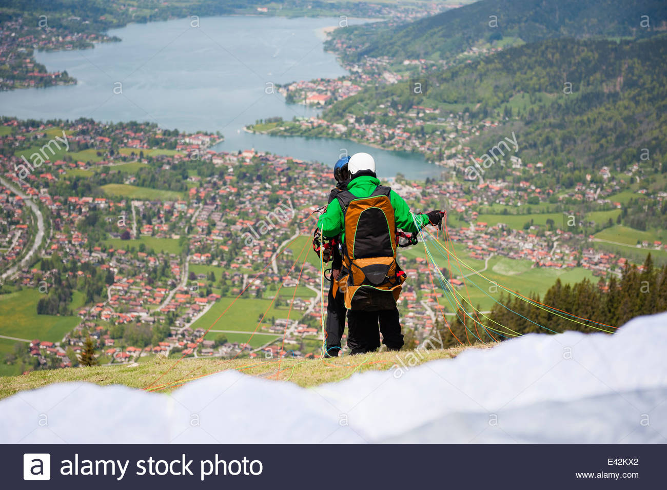 Couple paragliding, Wallberg, Tegernsee, Bavaria, Germany - Stock Image