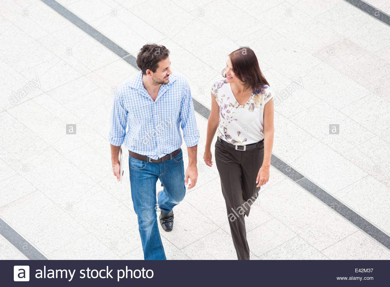 Two people walking, high angle - Stock Image