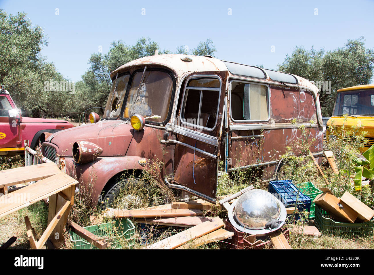 Scrapyard Car Stock Photos & Scrapyard Car Stock Images - Alamy