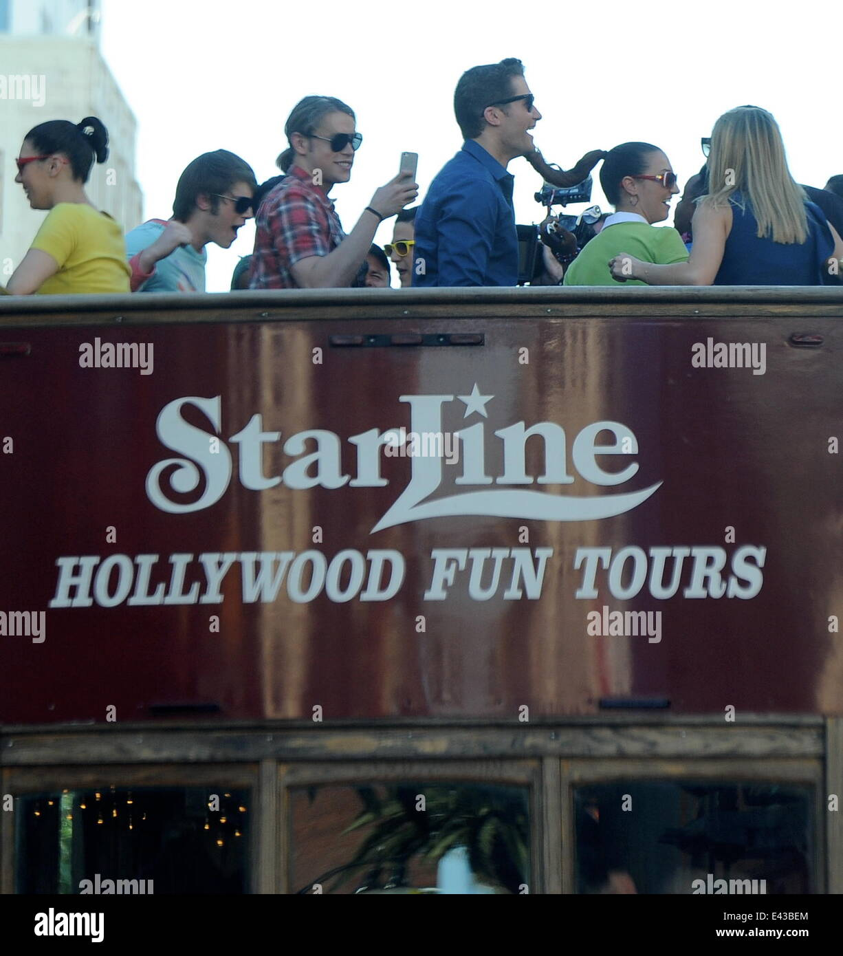 The Cast Of The Hit Show Glee Take A Tour Of Hollywood In
