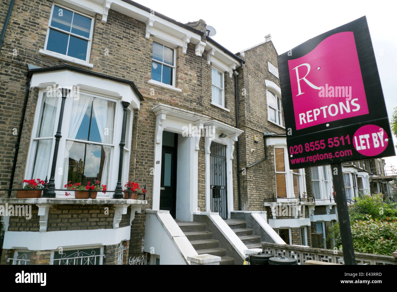 Reptons Estate Agent to let letting sign outside a newly done up residence in Shacklewell Lane Dalston Hackney East - Stock Image