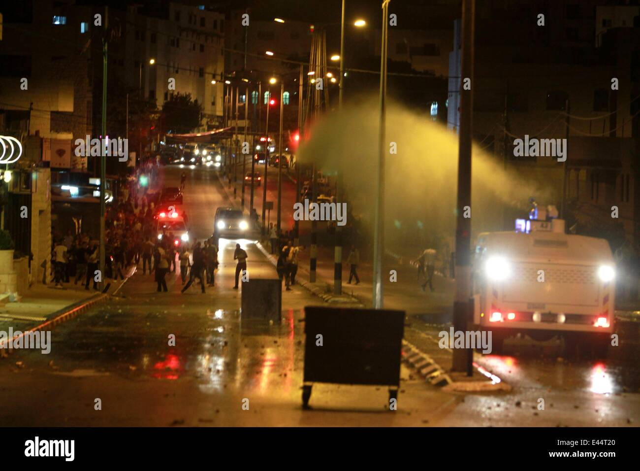 Bethlehem. 2nd July, 2014. Israeli soldiers use a water cannon during clashes with Palestinian youths near Rachel's - Stock Image